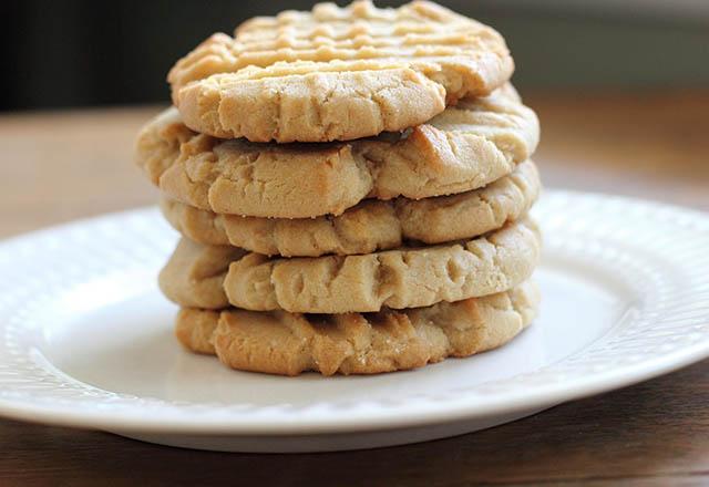 3 malzemeli kurabiye tasviri