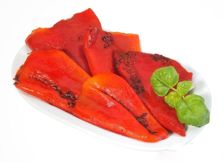 Bu besin damar tıkanıklığını gideriyor kalp krizini önlüyor! İşte közlenmiş kırmızı biberin inanılmaz faydaları…