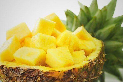 Beğenilen meyve ananasın verimleri donakaltıyor! Günde iki dilim ananas bakın neler muvaffak oluyor!