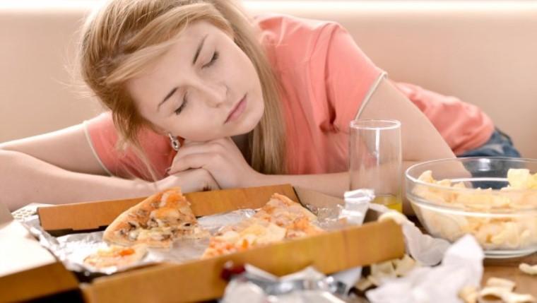 Yemekten sonra gözleriniz kapanıyorsa… Dikkat! O hastalığın bulgusu!