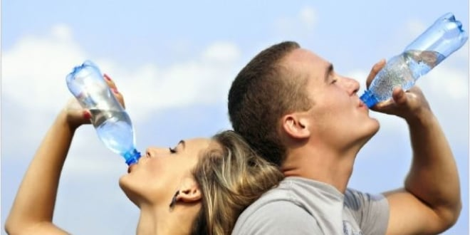 Kadınlar Ve Erkekler Günde Kaç Bardak Su İçmeli ?