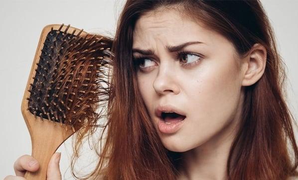Kadınların Saçları Neden Daha Çok Dökülür ?