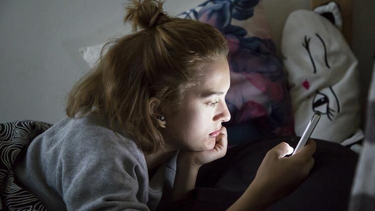 Yatarak Telefon Kullananlar Dikkat