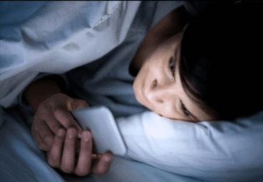 Yatağınızın Yanında Telefon İle Uyuyanlar Dikkat !