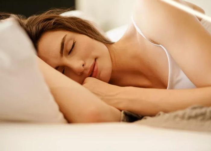 Sağ Tarafa Uyumanın Kadınlar Üzerindeki İnanılmaz Etkisi