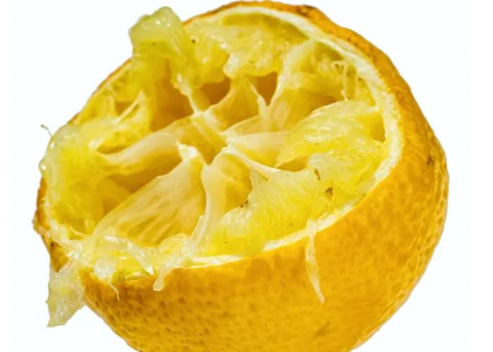 Bulaşık makinenize limon dilimi koyduğunuzda bakın neler oluyor! Sonuca siz de inanamayacaksınız