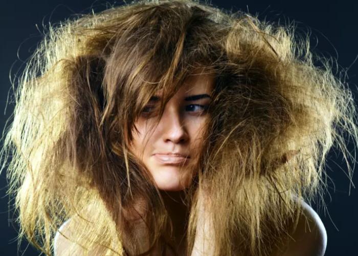 Saçınızın Sağlıklı Olup Olmadığını Bardak Testi Sayesinde Anlayabilirsiniz